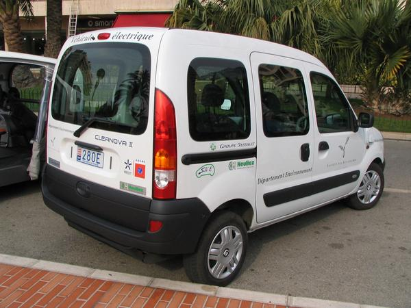 Renault Kangoo Plug-in-Hybrid car The Dassault Group frees Renault from all sorrows regarding the CO2 limit. With electric power from renewable energy and Ethanol for all travels beyond the electric only range.