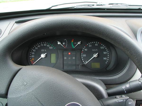 Renault Kangoo instruments A plug-in-hybrid has 2 fuel gauges. On the left the big gauge for the charge condition of the batteries, in the upper left beside the middle the gauge for liquid fuel.