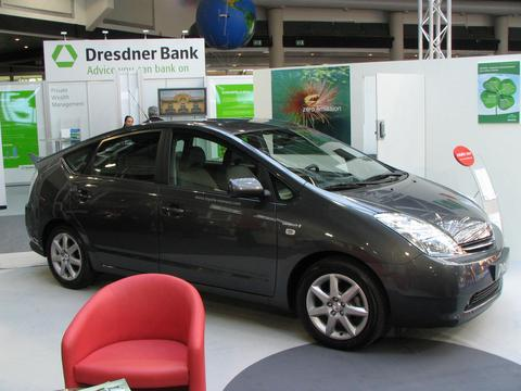 Toyota Prius Who fears the 130g CO2/km fleet limit. Toyota can sell for each 5 Prius one luxury limousine and one big SUV and would be still below the limit. Picture 2