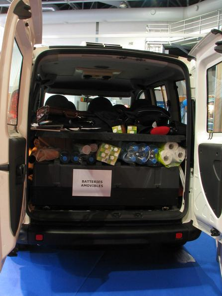 Electric car with exchangeable batteries Dominantly in the trunk of the Fiat Doblo is a 300kg Lithium battery. With a fork lift, it is possible to exchange the battery in some minutes.
