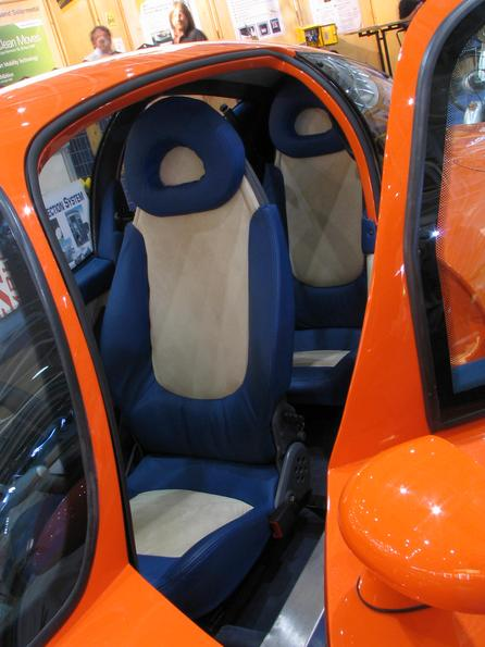 jetcar rear seat The front seat is flapped to the front and gives the entrance to the rear seat free.