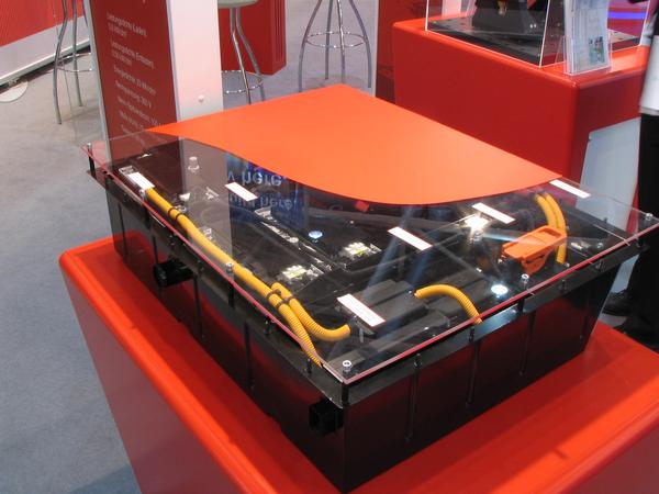 Magna Steyr battery for hybrid drive First prototype for a lithium battery comlete with BMS battery management system and cooling for hybrid drive. Development target is 60kg, Charge with 71kW and discharge with 60 kW.