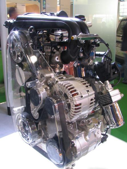 VW motor con gas Aqui tenemos el sistema de arranque y un dínamo. Es un motor convencional sólo adaptado para el uso del gas natural. Aúnque no tiene un sistema de parada automatica en los semáforos