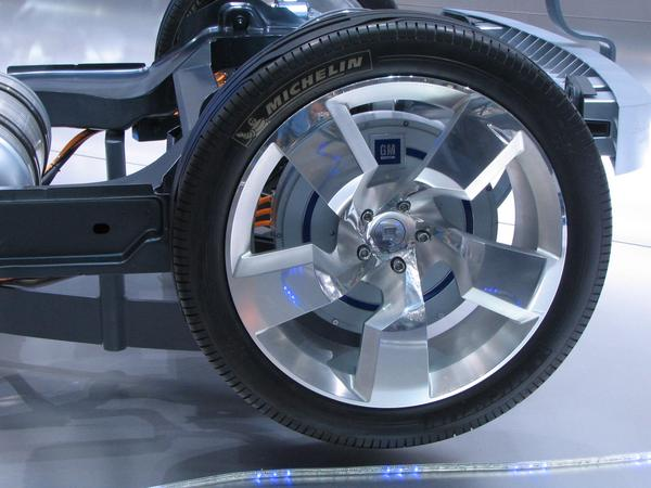 Maybe upgradeable with 4 wheel drive At the hydrogen variant of the Chevrolet Volt is at each rear wheel a wheel hub engine. Maybe it's in the future possible to have four wheel drive as an upgrade?