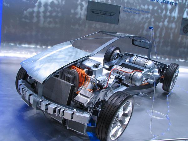 Chevrolet Volt Plug-in hybrid hydrogen 32 km se pueden circular con la bateri y otros 480 km con el hidrogeno. Hay esperanza de que el hombre acabara con los desastres climaticos. Los carburantes salen demasiado caros.