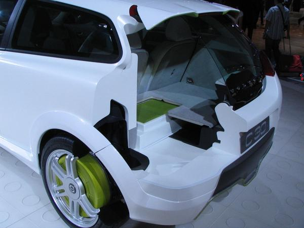 Volov plug-in-hybrid battery For about 100 km only electric driving is the battery below the luggage department. The battery can be charged extrem fast, because it must also deal with 500 kW from an emergency stop.