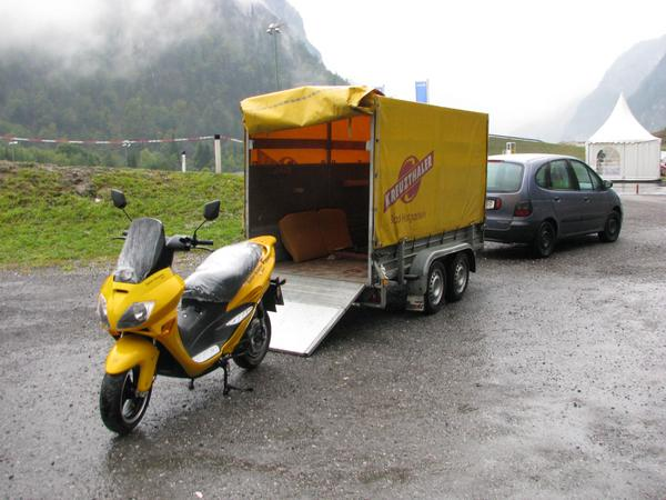 Solar Scooter sport I am not yet allowed to drive it myself. So the scooter for the driving license training is brought per trailer from Mr.Schönaigner in Bad Hofgastein to the Brandlhof.