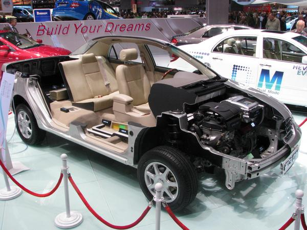 BYD F3 DM cut In a cutted car are all components of the plug-in hybrid drive system are shown.