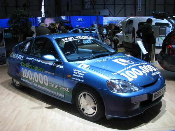 Lead battery long time test in Honda Insight Normally, the Honda insight is equipped with a 32,5 kg 144 V 6.5 Ah NiMh battery. This one with a special lead battery, also 144 V 6.5 Ah, but 56.5 kg.