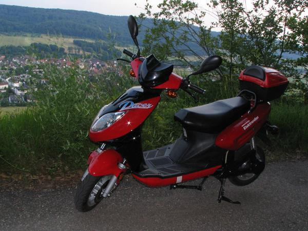 First test in the vineyard at Vaihingen June 20th 2007, I had a first opportunity to test a lithium model of Innoscooter. To compare, I have no declaration for the gradient of the street.