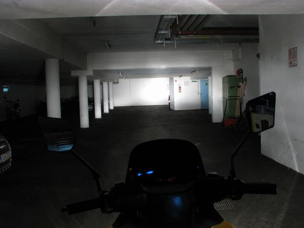 High beam at Solar Scooter Sport While at the E-Max S, the garage was big enough to test high beam, for the much better high beam of teh Solar Scooter Sport, a much bigger testing area would be appropriate.
