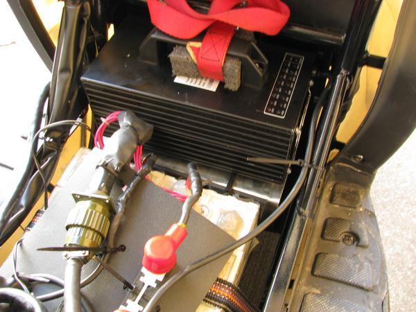 El cargador de E-Max 90S Las baterias con plomo han sido reemplazadas por 16 pilas de litium , que ademas necesitan mucho menos espacio y encajan mejor