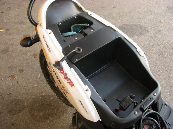 Built in cable drum in an electric scooter What vacuum cleaner producers can electric scooter producers should also be able to: Here a cable drum with spring built into an E-Max 90S