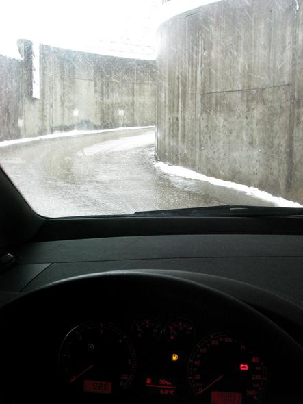 Only 30km range in the tank February 24th, the main street is covered with slush and ice. After a short test drive, I decide to drive with the car to Eugendorf.