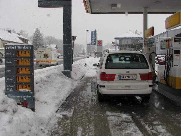 Detour refuel The next gasolin station would have been ESSO Leikermoser. But they print only  bills on thermal paper. So I have to drive since years further to Anif to refuel.