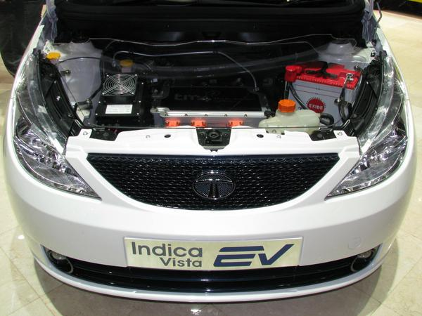 Tata Indica engine department Motor controller above, below the 55 kW electric engine. Why demand the big European car groups not the fast extension of the infrastructure for electric cars?