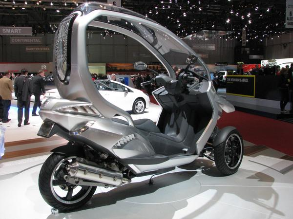 Peugeot hybrid scooter 125 cm³ 15 kW engine for the rear wheel. Each of the two front wheels hat a 2 kw - short time 3 kW electric engine. But the lithium battery is only for 10km electric only driving.