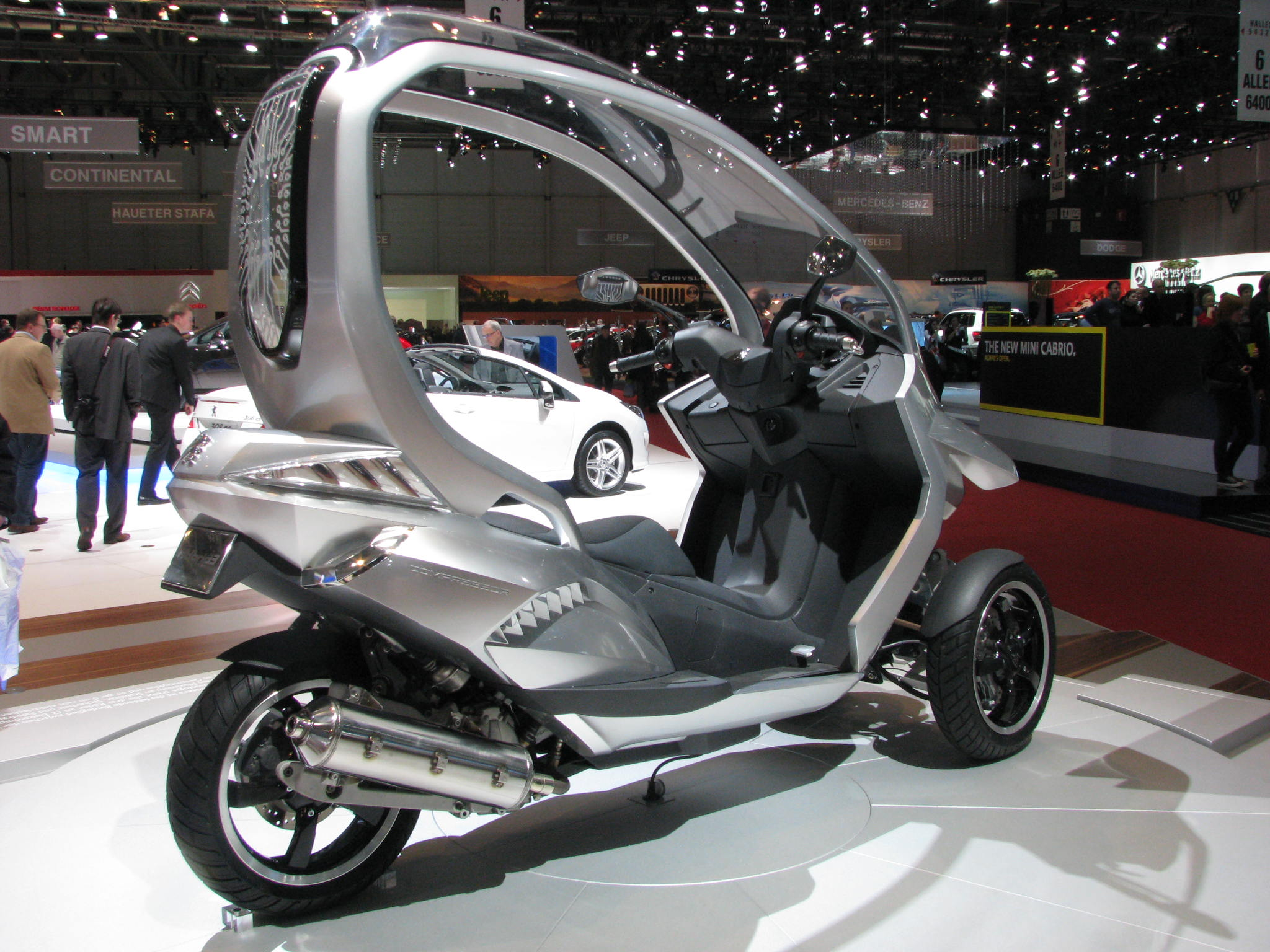 peugeot hybrid scooter. Black Bedroom Furniture Sets. Home Design Ideas