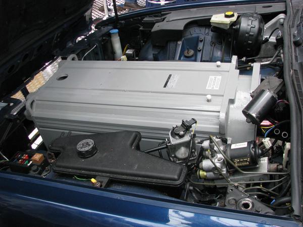 Un motor cam prea mare Acest motor electric de 259 kW pare la prima vedere ca nu e cel mai bun pentru a fi pus intr-o masina. A fost doar un simplu motiv de atractie la acel targ.