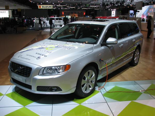 Volvo V70 Plug-in Hybrid In this style, I would imagine a refit package for existing cars. In front the ICE with front wheel drive, in addition an electric engine for the rear wheels.