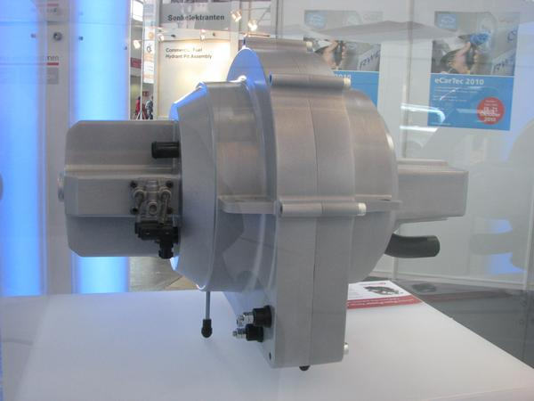 New engine technology for range extender A complete new construction is this 2 cylinder ICE with generator. For 30 kW a very compact design. 30 kW would be enough for a minivan.