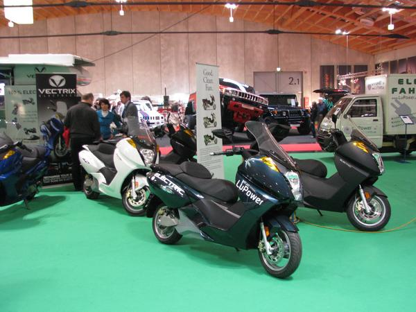Vectrix still without Lithium I saw 2006 first time a Vectrix, the fair sensation. But 3 years later still the same 3.7 kWh NiMh battery. The urgently awaited lithium battery still not available.