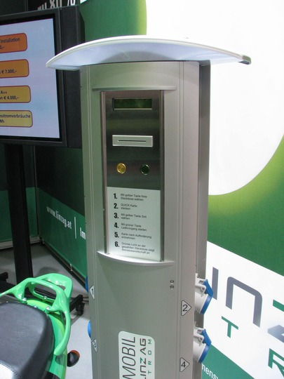 Recharge station from Linz AG 1.) Choose with the yellow button the outlet 2) Put bank card in slot 3) Choose with yellow button the time 4.) Start with green button charging