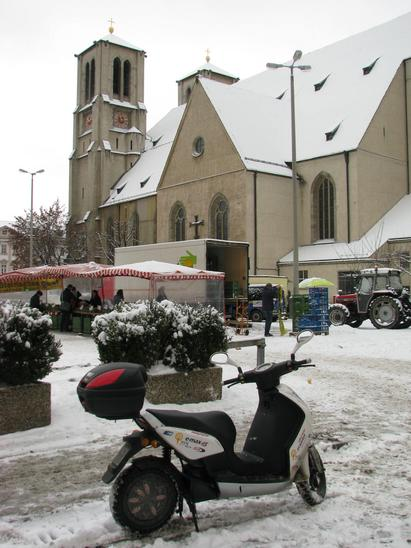 Schranne in snow How has a heavy traffic jam allergy will also not drive at snow with the car in the city. 35 kg purchases are distributed 20 kg in fr