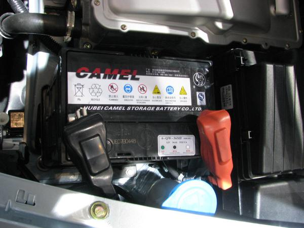12V battery for light What does a 12V lead acid battery in an electric car? It's that the light does not run short when the DC-DC from the big battery to 12V fails.