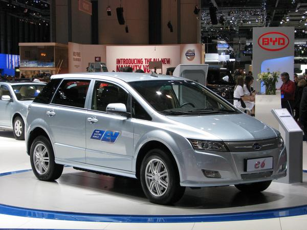 Electric car BYD E6 4 different engine variants announced: 75 kW in front, 75 kW + 40 kW rear, 160 kW and 160 kW front and 40 kW rear. I will choose the 75+40 kW variant.
