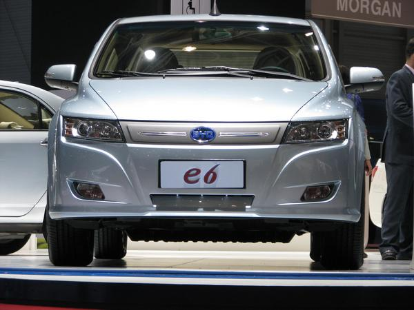 Front area BYD E6 To calculate driving resistance, it's very important to find out the size of the front area. The evaluation of the photo results in 2.5 m².