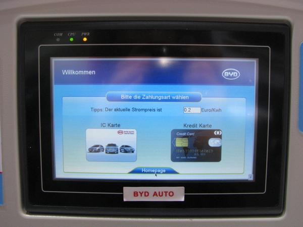 IC card or credit card for electric power After the language selection, the BYD fast charging cabinet demands the selection of payment method. IC-card or credit card can be chosen.