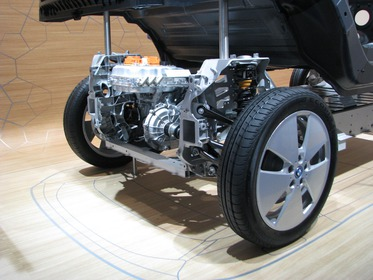 Rear engine with Tesla S and BMW i3 Independent development, again the same result: The rear engine behind the rear axle. Top of the engine rear trunk. Picture 2