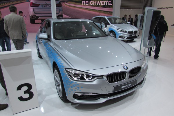 BMW 330e Plug in Hybrid 2.1 liters and 11.9 kWh are the only indicators for consumption. In the absence of data, advice is therefore not possible.