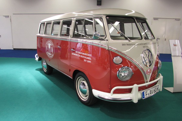 VW Bus Lightweight Construction How do you save 800 kg in a car? This fair booth shows it, VW Bus with only 1140 kg of empty weight. The lightest of the current generation weighs 1946 kg.